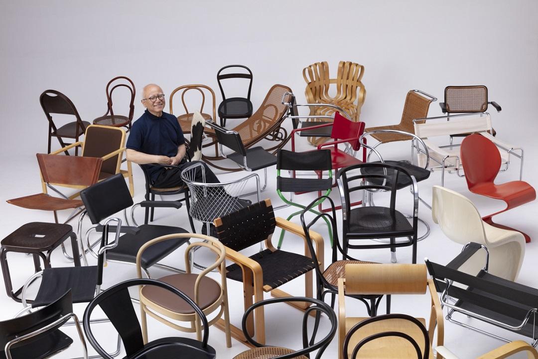 展示品の椅子の一部と永井敬二氏