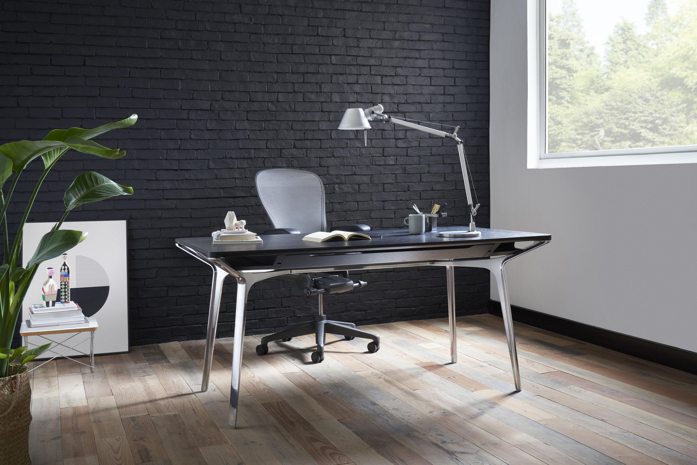 カラフテーブルとアーロンチェア