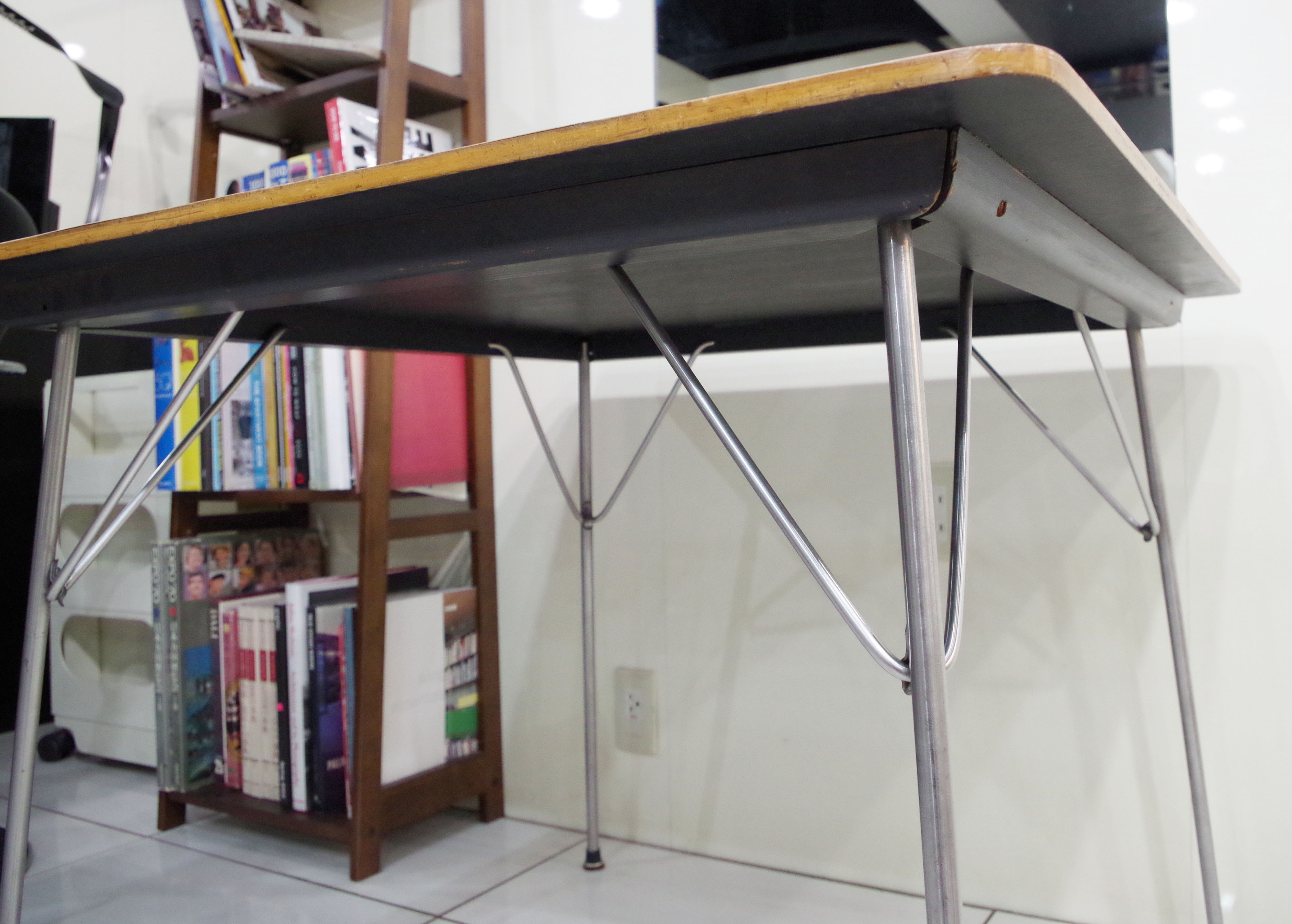 横から見たテーブル