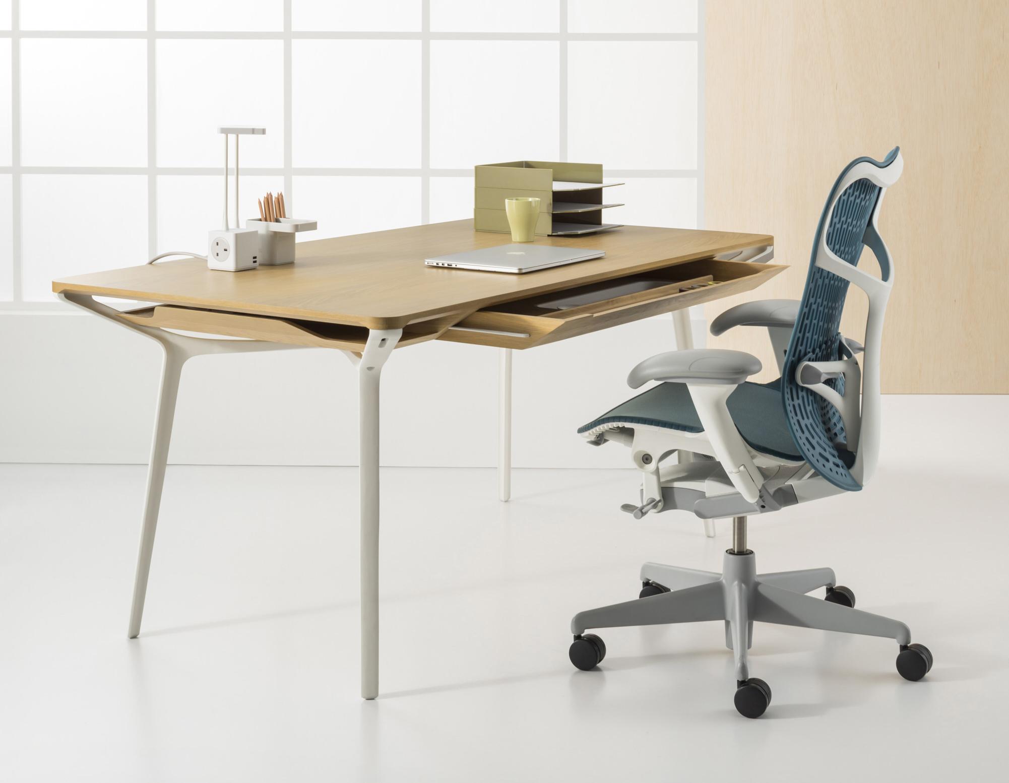 カラフテーブルとミラ2チェア