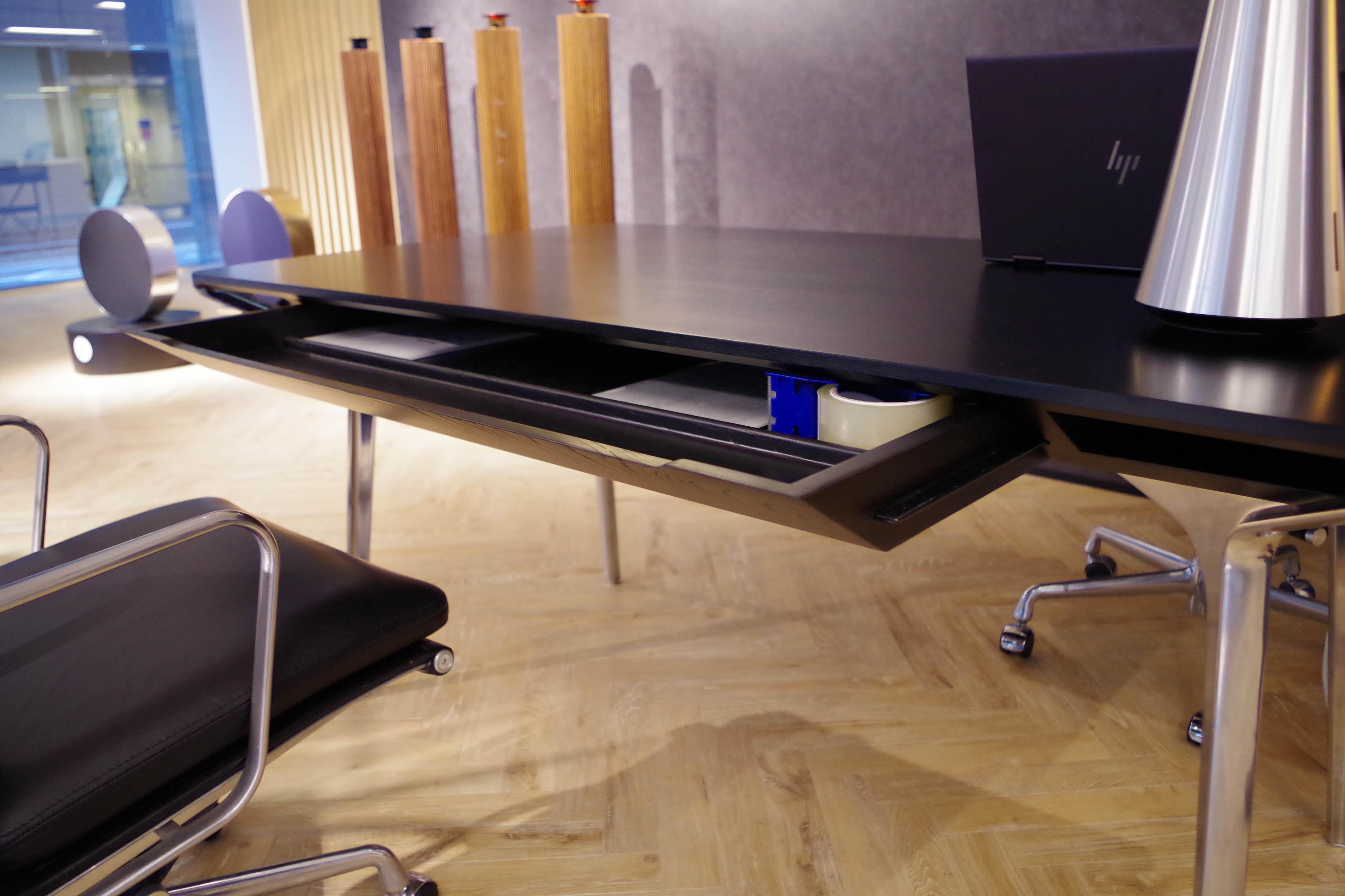 実物のカラフテーブル2
