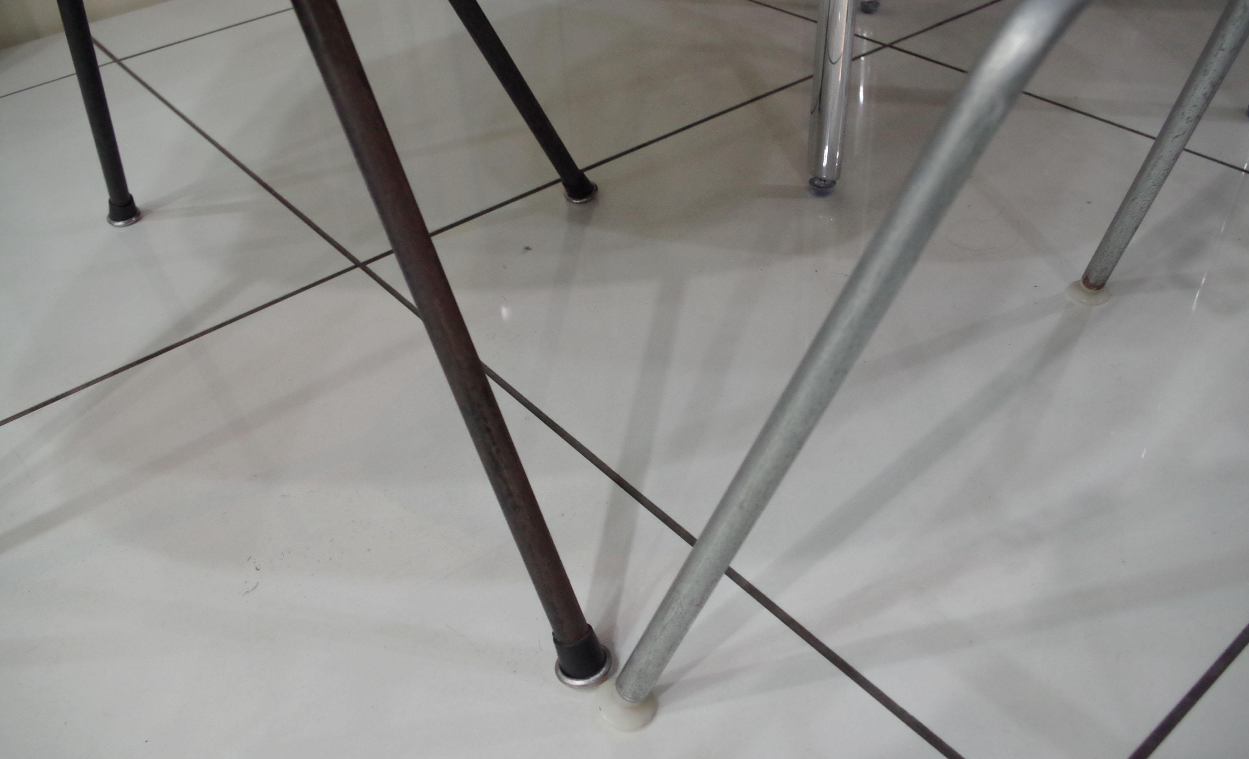脚を比べた写真