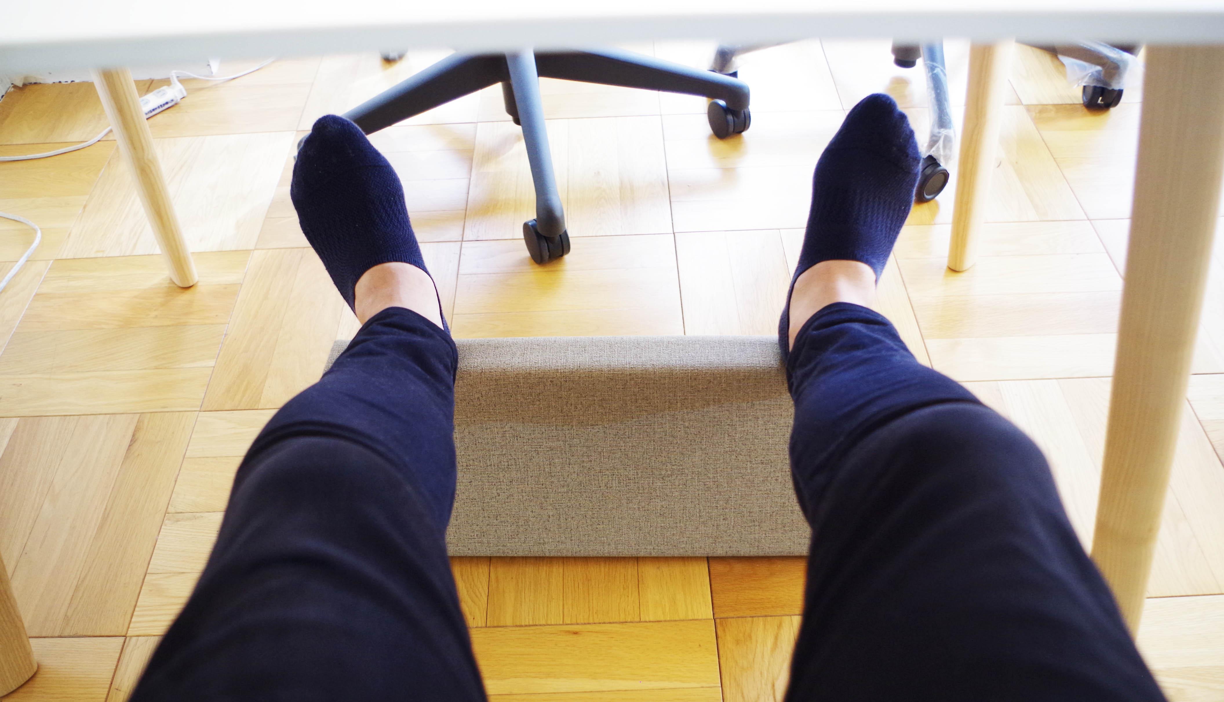 フットレストに足を載せた状態