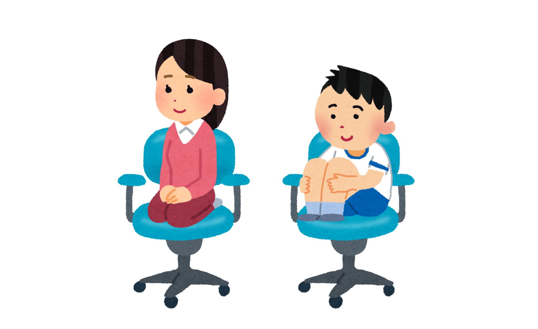 椅子の上で正座と体育座り